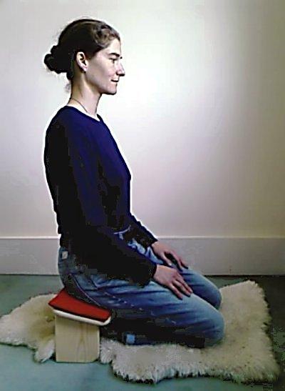 Kneeling with a seiza bench
